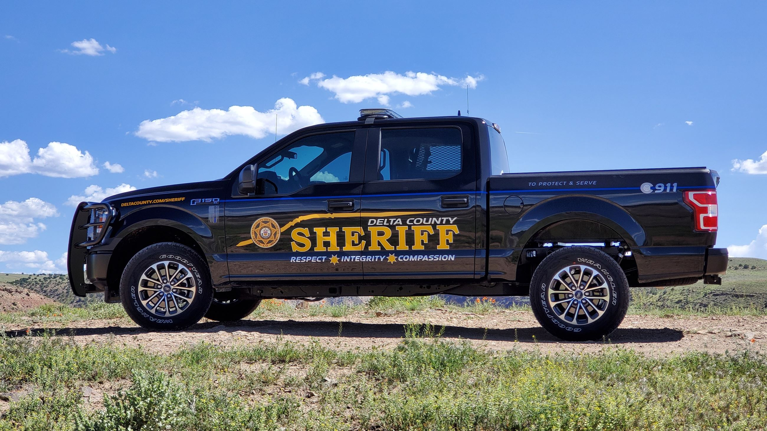 Side Profile of Sheriff Patrol Pickup Photo